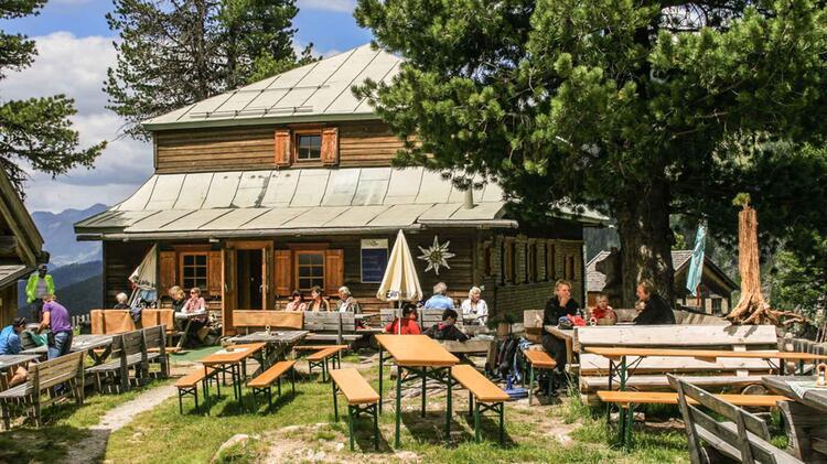 Das Gemuetliche Hohenzollernhaus Stuetzpunkt Fuer Bergwandern