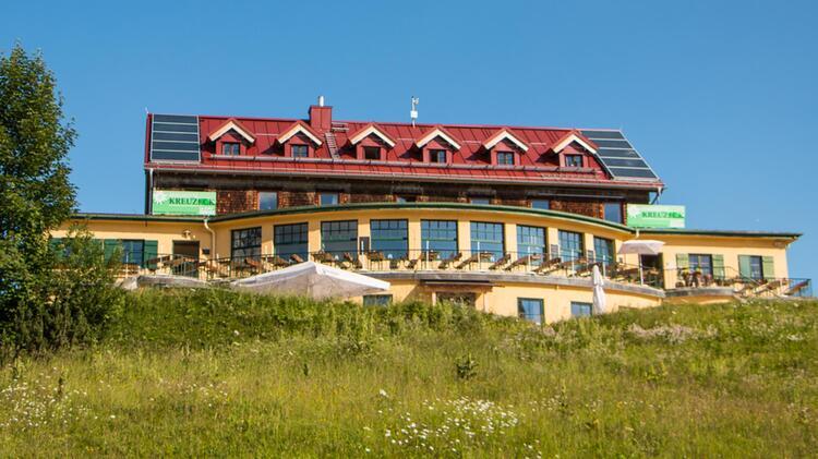Das Kreuzeckhaus In Garmisch Stuetzpunkt Fuer Wandern Und Klettersteigkurse 1