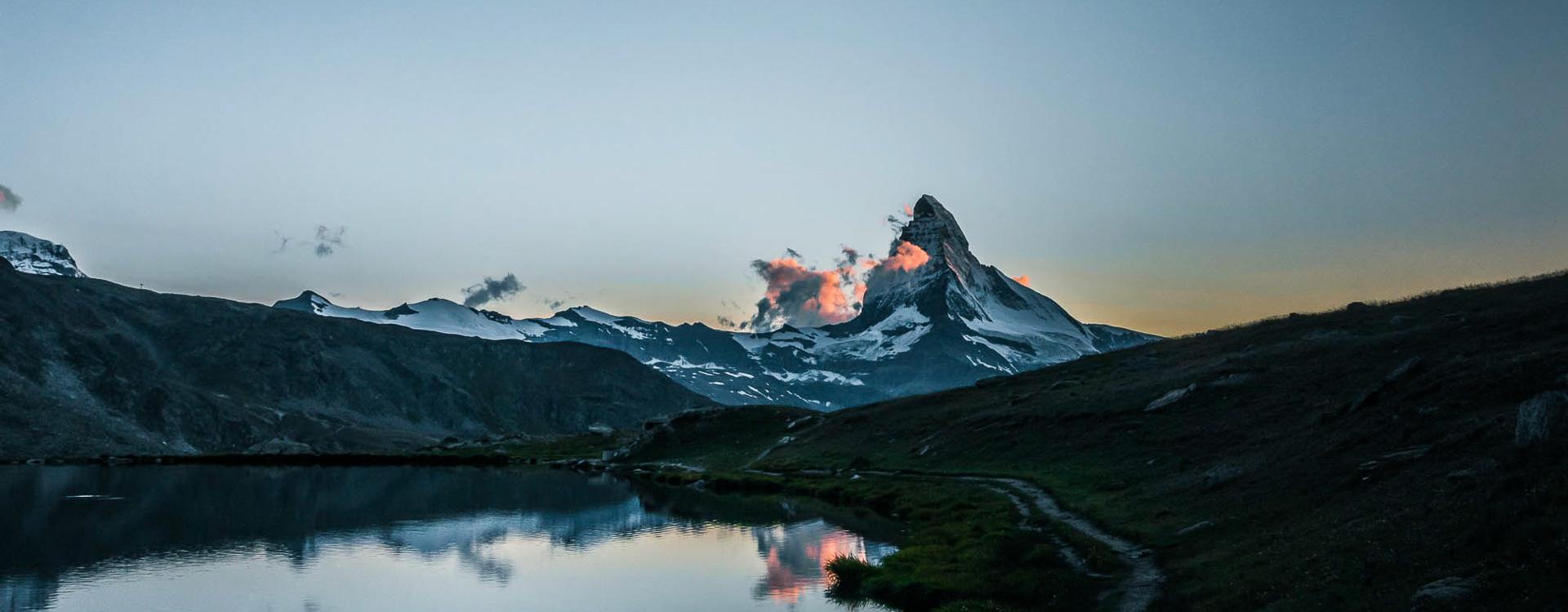 das-matterhorn-im-wallis-auf-der-wandertour-rund-um-zermatt