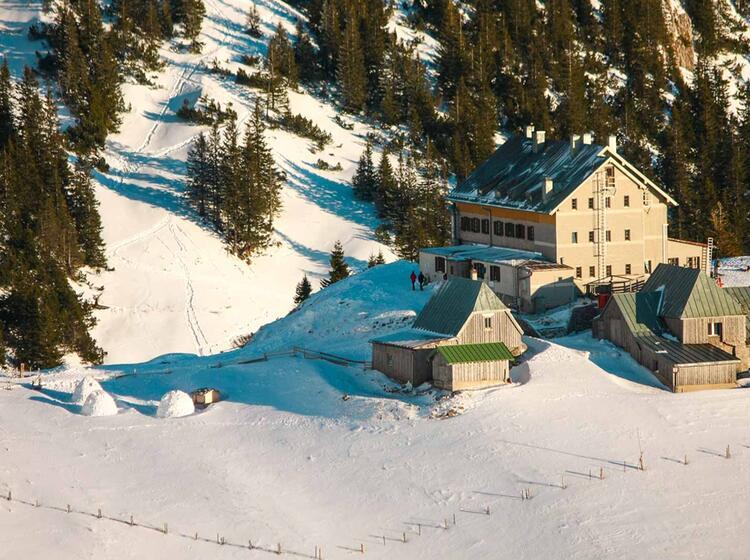 Das Rotwandhaus Am Spitzingsee Erreichbar Mit Schneeschuhen Und Tourenski