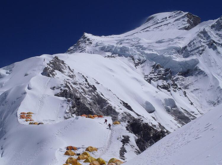 Den Gipfel Des Cho Oyu Besteigen