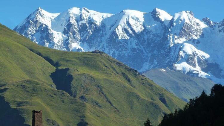 Der Blick Von Ushguli Auf Die Umliegende Bergwelt Jedes Mal Ein Highlight