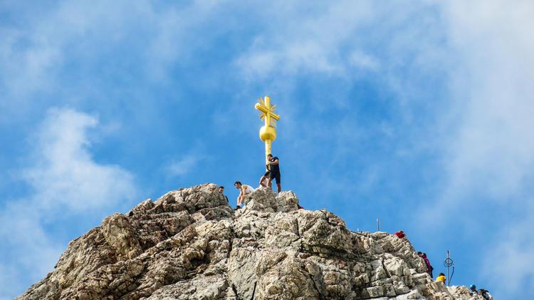 Der Gipfel Der Zugspitze Erreicht Ueber Den Klettersteig Hoellental