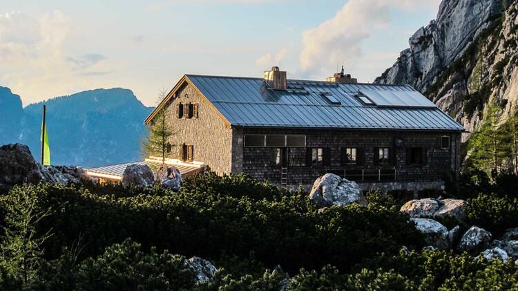 Die Blaueishuette Stuetzpunkt Fuer Den Kletterkurs