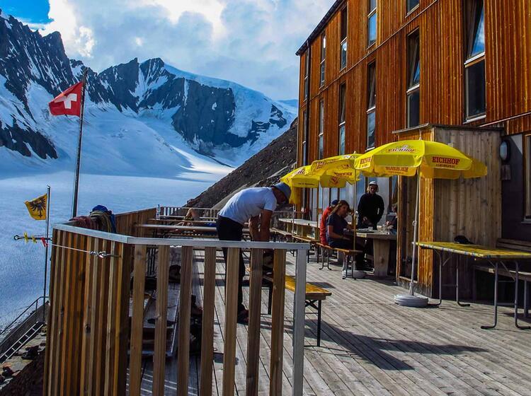 Die Finsteraarhornhuette Im Berner Oberland Auf Der Gletscher Durchquerung