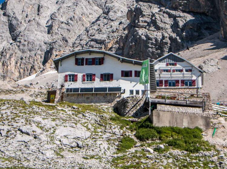 Die Knorrhuette Auf Dem Weg Zur Zugspitze