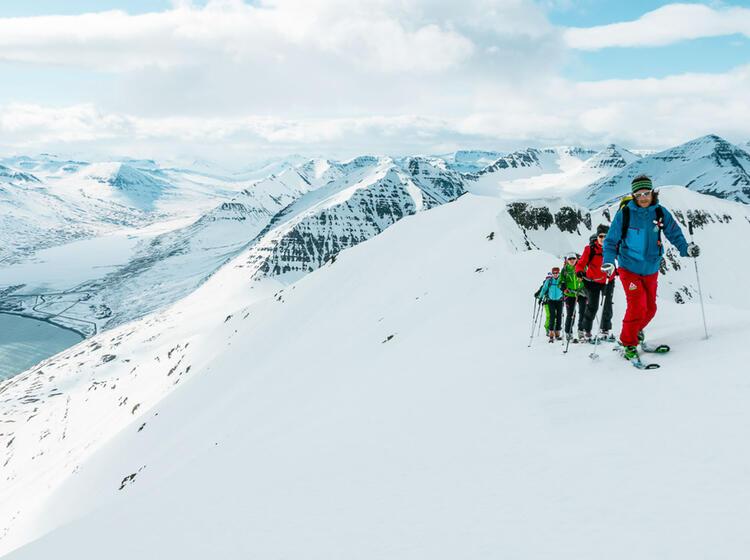 Die Letzten Meter Zum Gipfel In Island Bei Den Skitouren Vom Meer