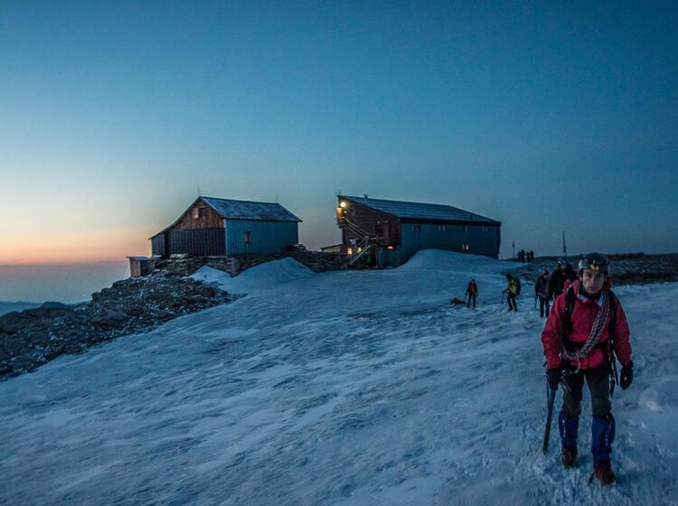 Die Mantova Huette Bei Der 4000er Woche Im Wallis Mit Bergfuehrer 1