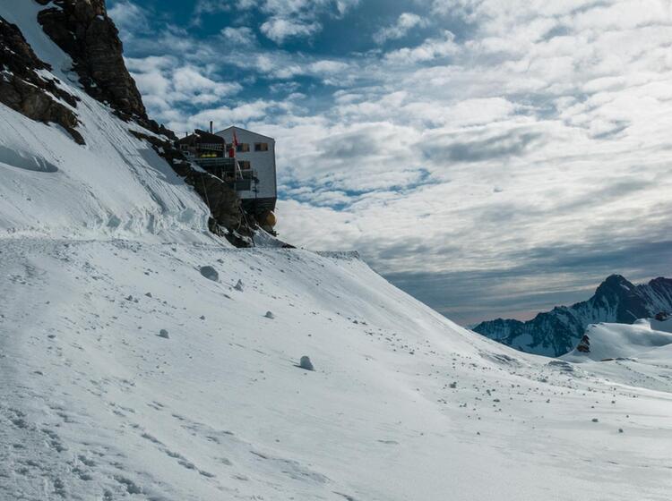 Die Moenchsjochhuette Im Berner Oberland