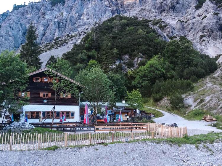 Die Wimbach Grieshuette Im Nationalpark Berchtesgaden