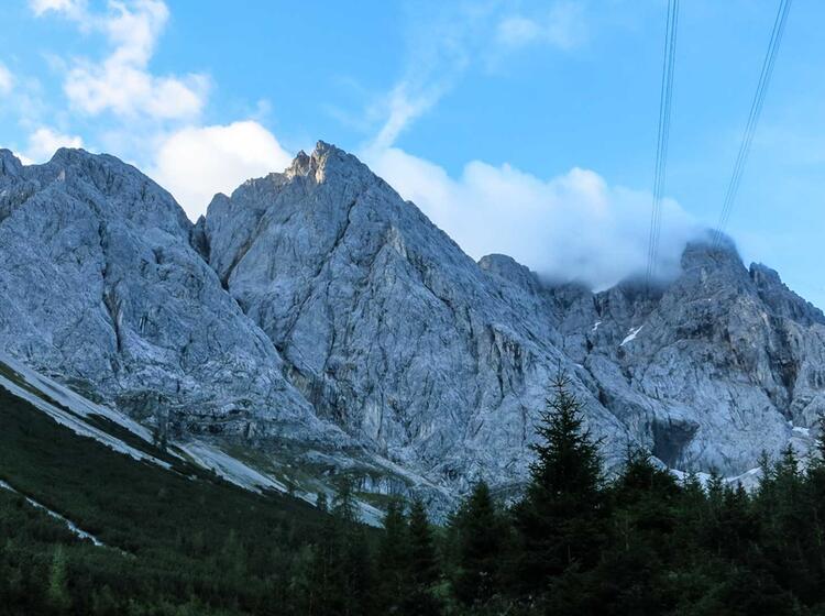Die Zugspitze Nordwand Mit Der Route Eisenzeit