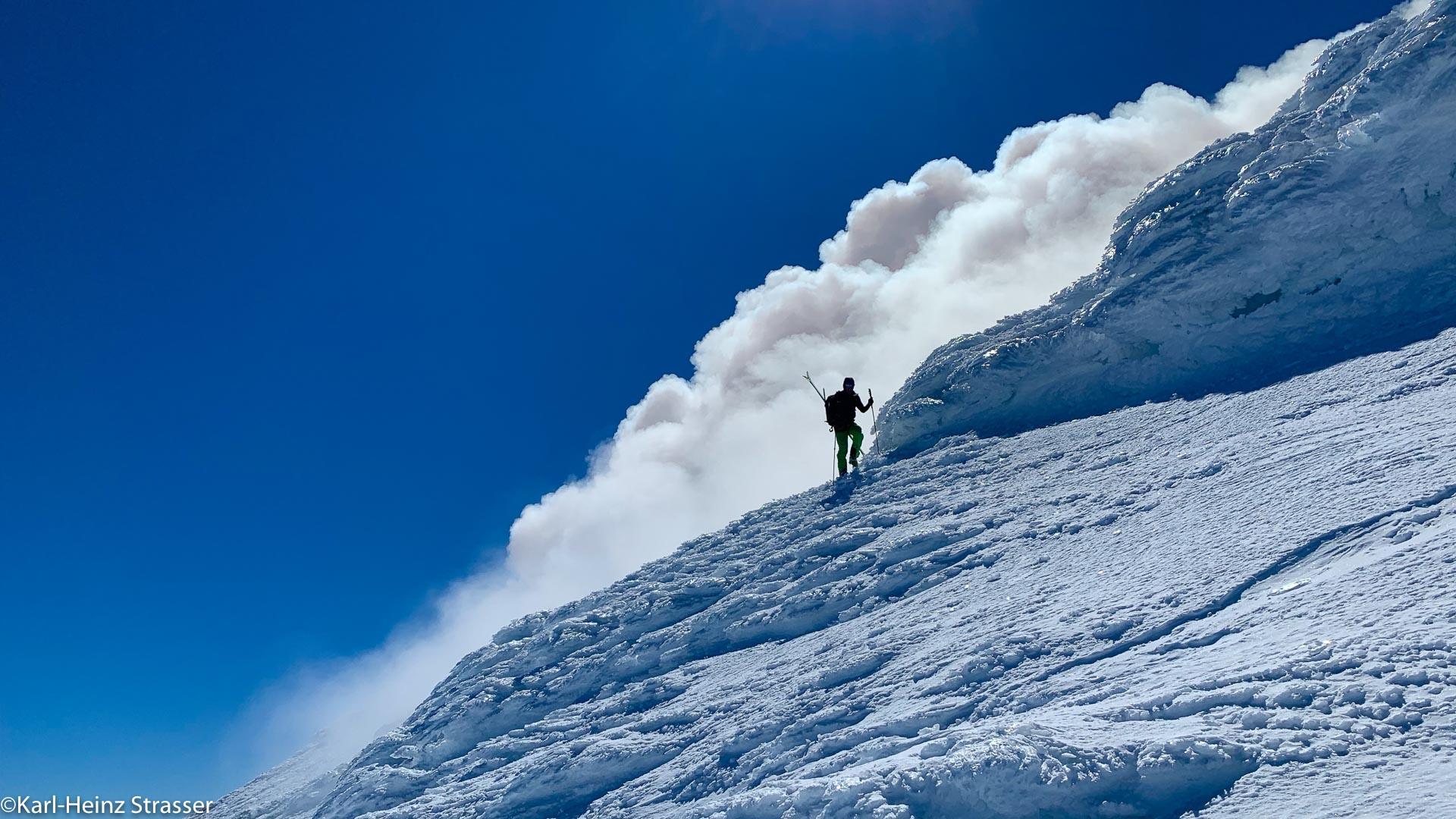 Rauch am Vulkangipfel
