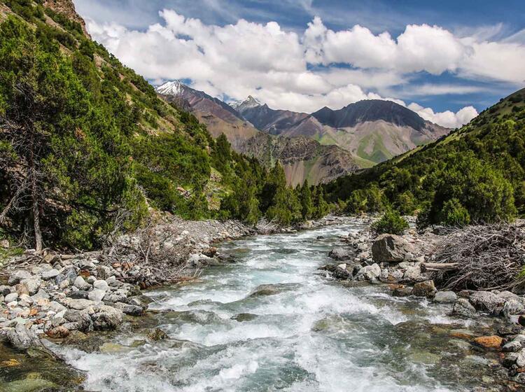 Einsame Taeler Beim Trekking In Kirgistan