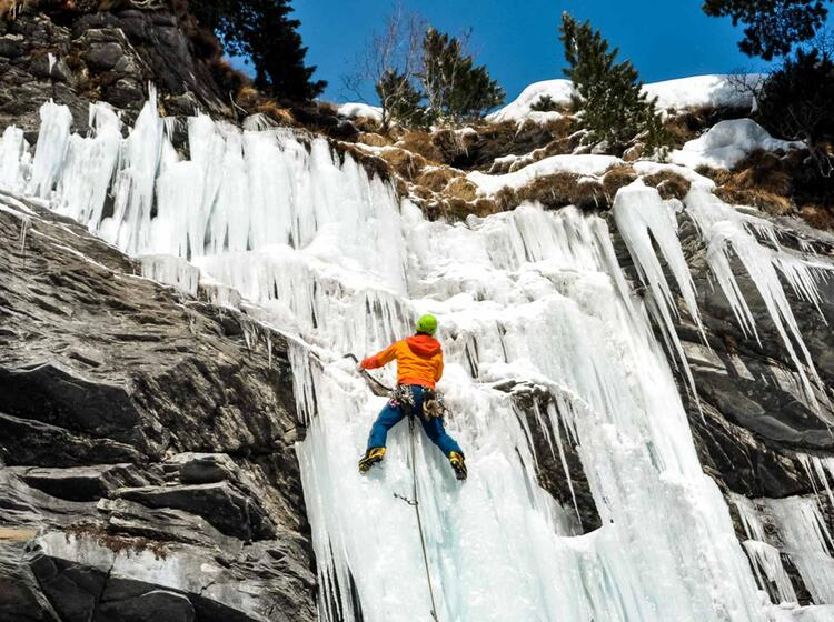 Eiskletterkurs Und Fuehrung In Der Schweiz