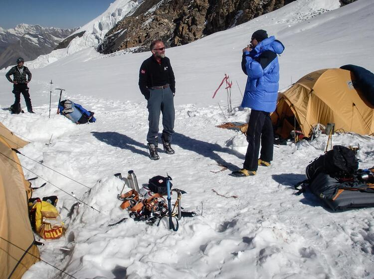 Expeditionsbergsteiger Im Lager Ii Auf 6100m