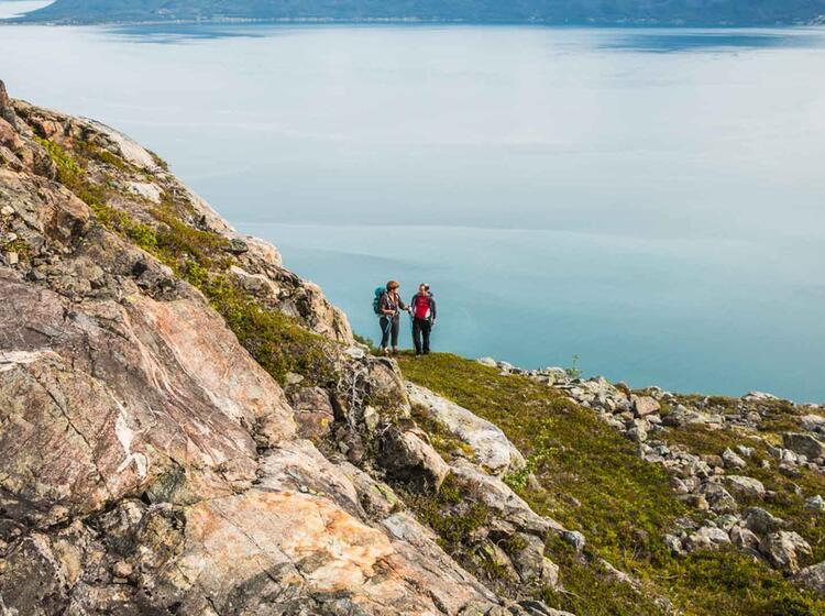 Exponiertes Wandern Ueber Dem Lyngenfjord