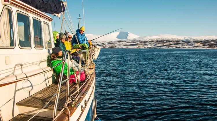 Fischen In Norwegen Auf Der Skitourenreise Mit Dem Schiff