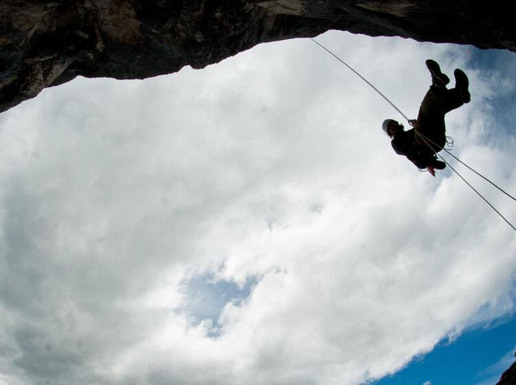 Freies Abseilen Beim Kletterkurs Am Gardasee