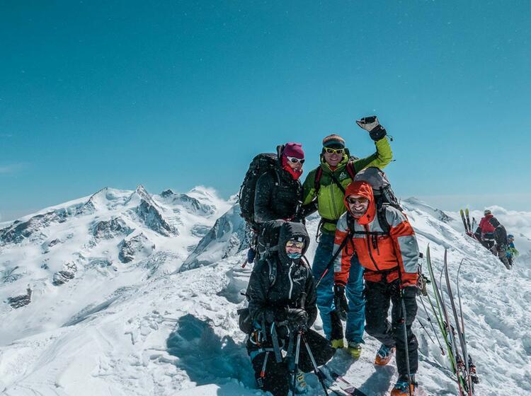 Gefu Hrte Skitouren Im Wallis Im Hintergrund Die Dufourspitze