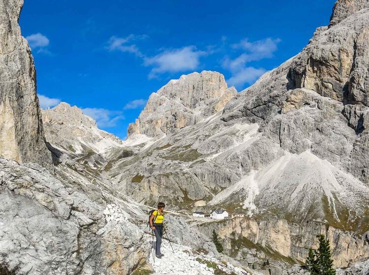 Gefuehrte Huettentour In Den Dolomiten