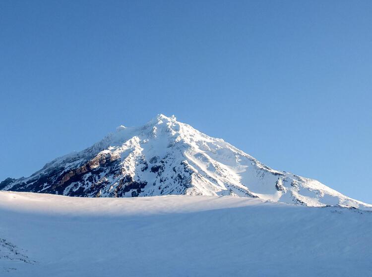 Gefuehrte Skitouren In Kamtschatka Vom Boot