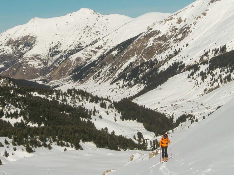 Gefuehrte Skitouren Reise Montenegro
