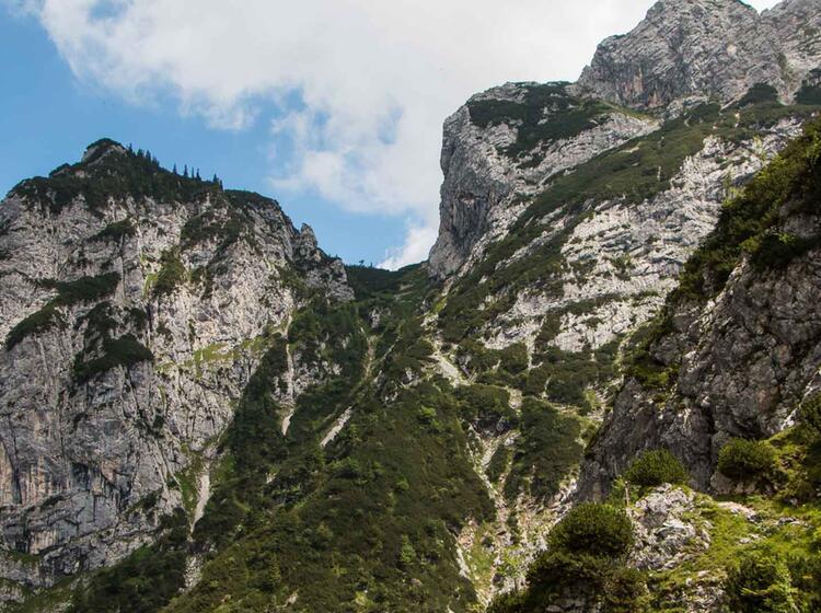 Gefuehrte Wanderung Rund Um Die Zugspitze Ueber Die Hoellentalklamm Zum Hupfleitenjoch