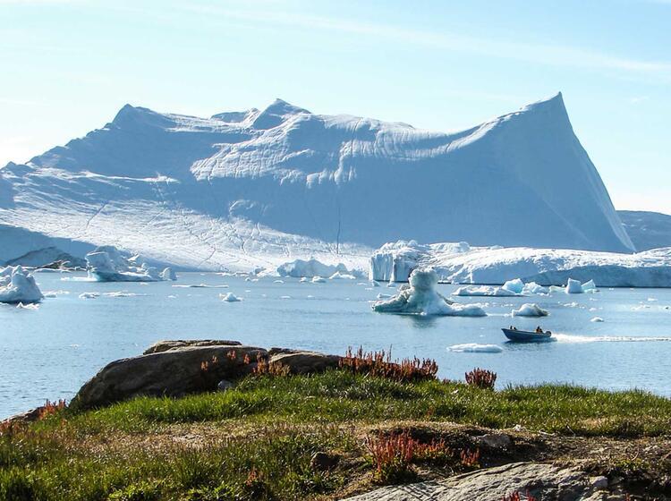 Gigantischer Eisberg Bei Tiniteqilaq Ostgroenland Wandern Groenland