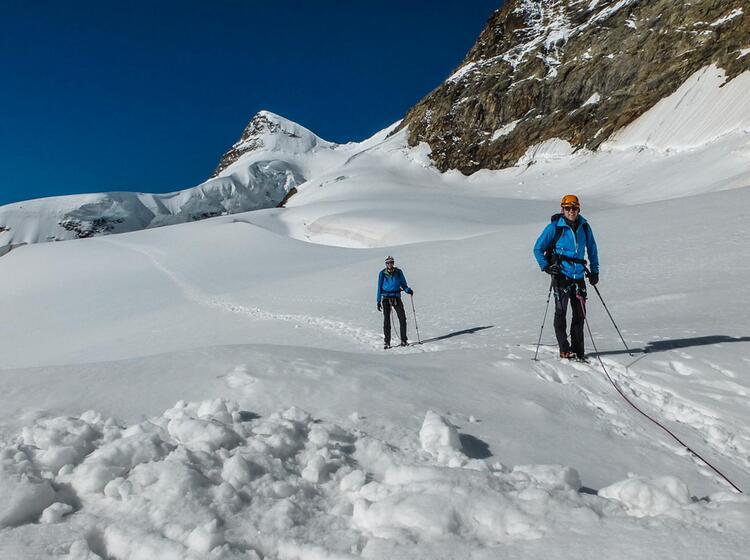 Gipfel Aufstieg Zur Junfrau Mit Bergfuehrer