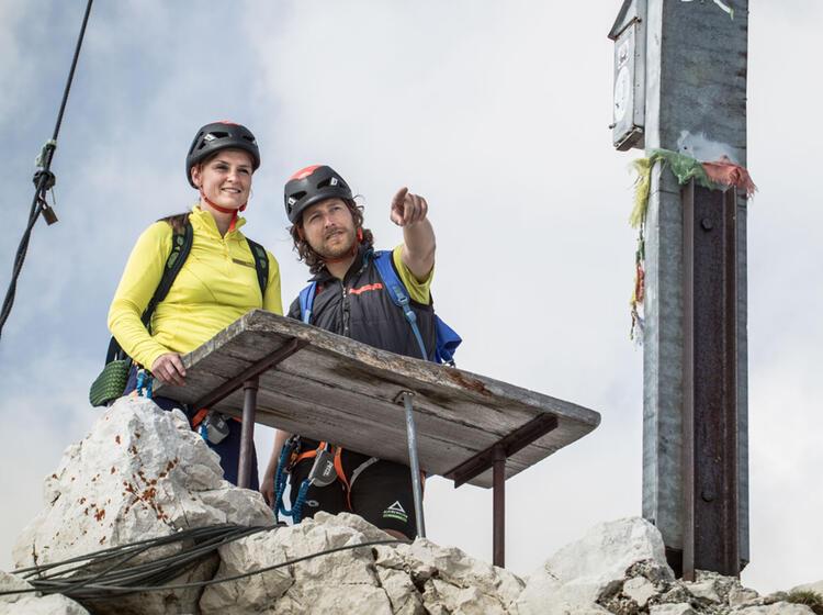 Gipfeleinweisung Durch Den Bergfuehrer An Der Alpspitze In Garmisch