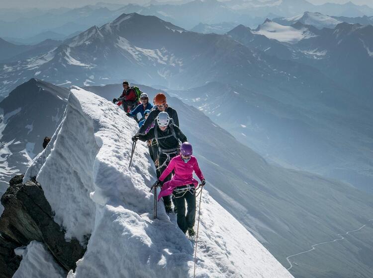 Gipfelgrat Am Grossglockner Hoechster Berg Von Oesterreich