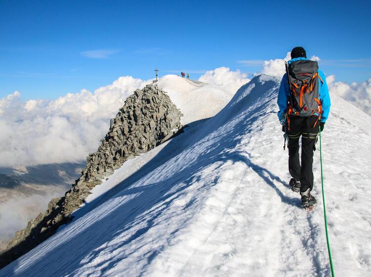 Gipfelgrat Am Grossvenediger Mit Bergfuehrer