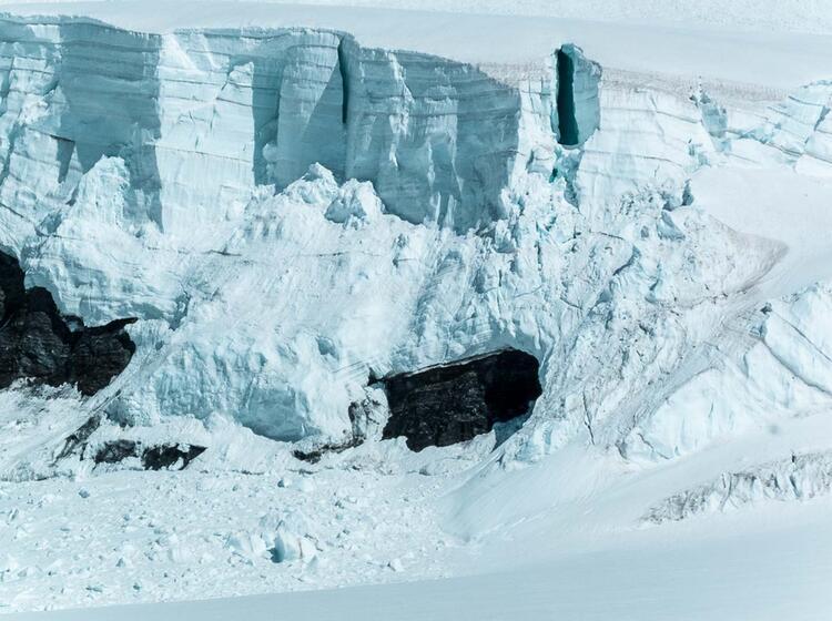 Gletscherbruch Am Eiger Und Moench