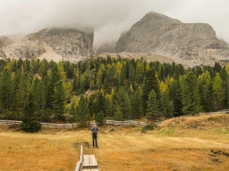 Herbstwandern In Den Dolomiten Auf Der Fanes Alm
