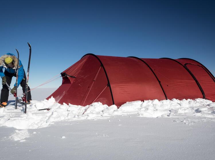 Herrichten Des Expeditionszelts In Der Antarktis