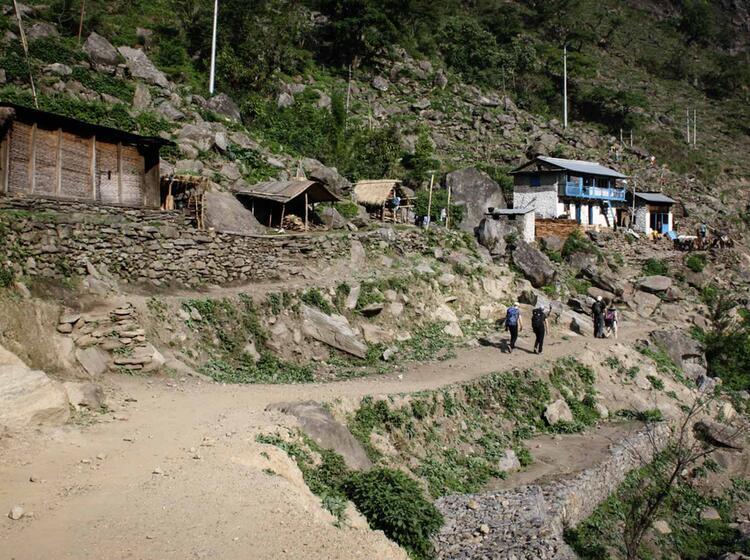 Im Zustieg Auf Dem Annapurnatrail