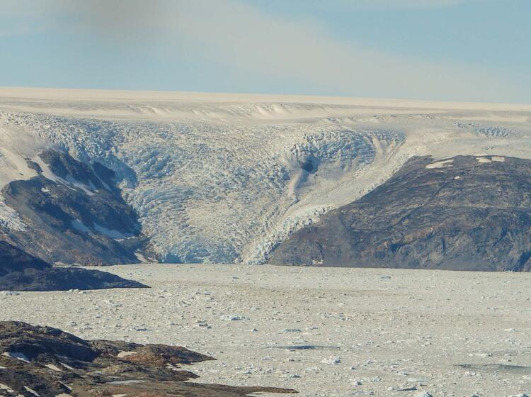 Johan Pertersen Fjord Kagtilersorpia Gletscher Ostgroenland Trekkingreise Reise