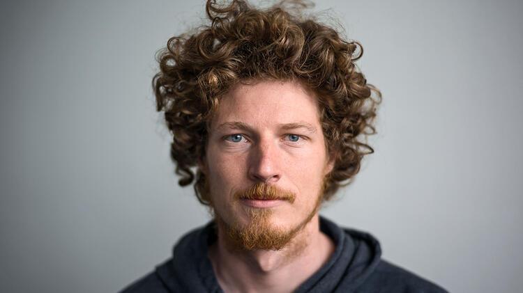 Julian Bueckers Ist Bergfuehrer Und Fotograf