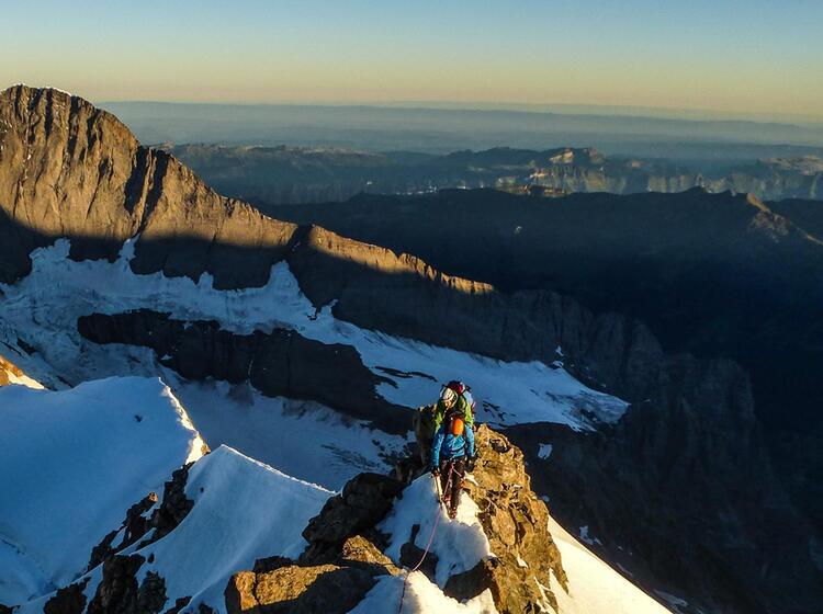 Kletterei Am Finsteraarhorn Auf Der Gefuehrten Hochtour Im Berner Oberland