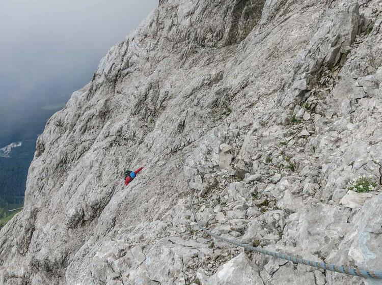 Kletterfuehrung Durch Die Eisenzeit An Der Zugspitze