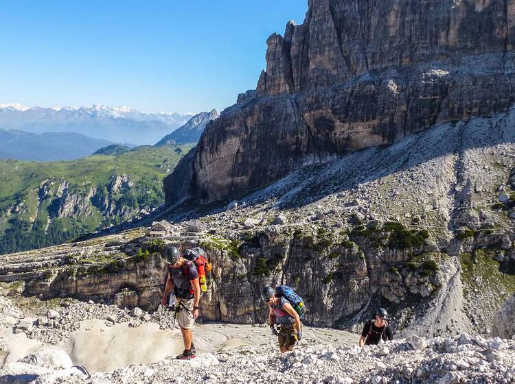 Klettersteig Fuehrung In Der Brenta