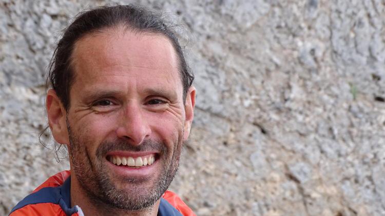 Klettertrainer Johannes Beim Klettern Auf Mallorca