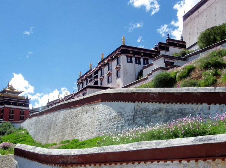 Kloester Und Religion In Tibet Erfahren Auf Dem Trekking