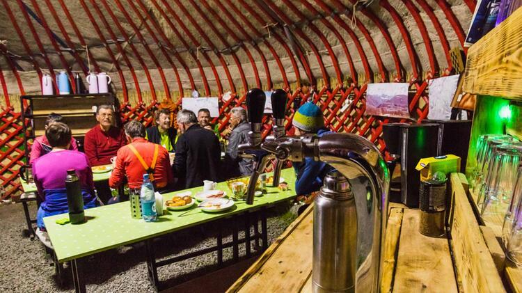 Komfortable Gemeinschafts Jurte In Kirgistan Bei Der Skitourenwoche