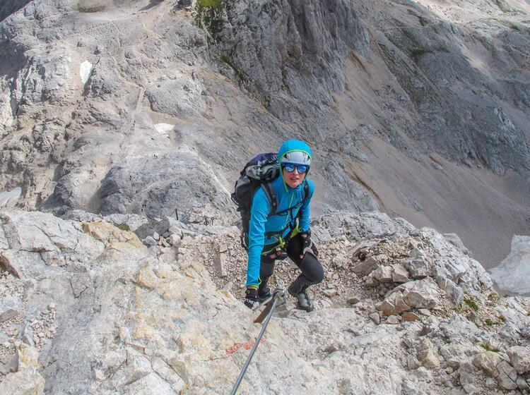 Kurz Vor Dem Gipfel Am Klettersteig Triglav In Slowenien