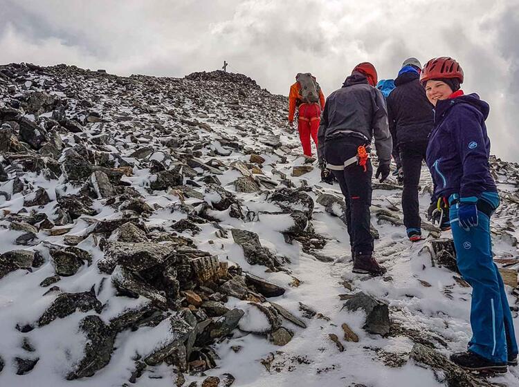 Kurz Vor Dem Gipfel Des Piz Buin Am Gletscherkurs Mit Bergfuehrer