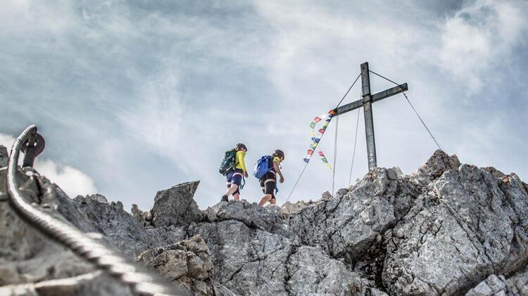 Kurz Vor Dem Gipfelkreuz Der Alpspitze Die Letzten Meter Am Klettersteig Via Ferrata