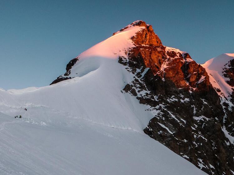 Letzter Aufstieg Auf Hochtour Zur Jungfrau Im Berner Oberland