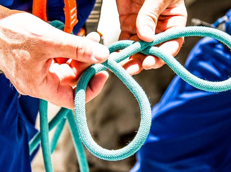 Mastwurf Legen Am Kletterkurs Lernen