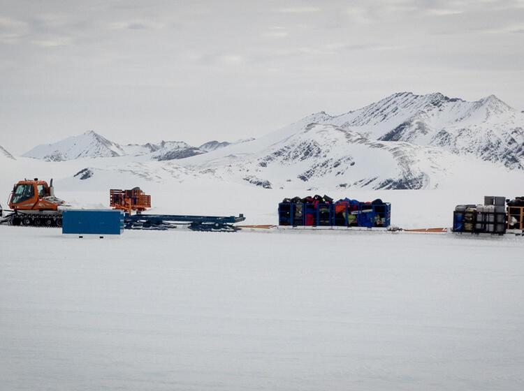Materialtransport In Der Antarktis Mit Pistenbullys